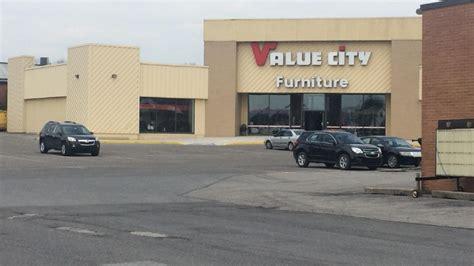 woman charged  setting fire  mattress  furniture