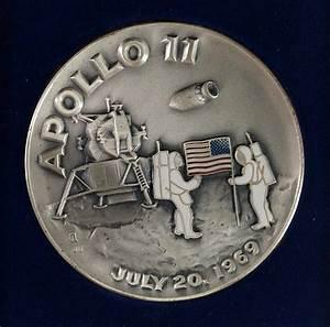 .999 SILVER MEDALLION APOLLO 11 JULY 20, 1969 MOON LANDING,