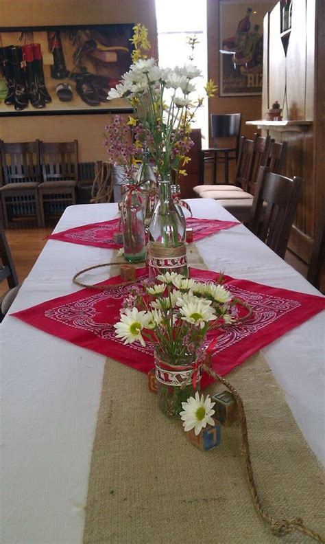 cutest western party table love   pink bandanas