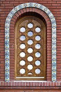 Fenster Mit Gitter : halbrunde fenster mit einem dekorativen holz gitter und keramischen fliesen stock foto ~ Sanjose-hotels-ca.com Haus und Dekorationen