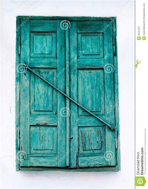 volet en bois vert de fen 234 tre et mur blanc photographie stock libre de droits image 30157437