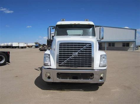 commercial volvo trucks for 2008 volvo vt64t800 day cab semi truck for sale 390 000