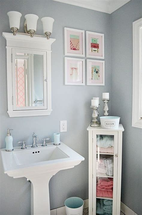 Paint Color Small Bathroom by 25 Best Ideas About Small Bathroom Paint On