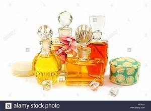 Blumen In Der Box : fraktion der vintage parfum flaschen mit der glasstopfen kosmetische pulver in der alten box ~ Orissabook.com Haus und Dekorationen