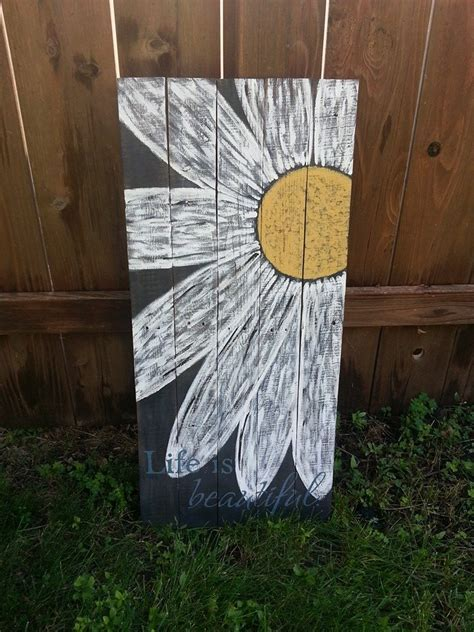 Hometalk   Daisy Pallet Sign