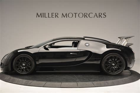 The horseshoe grille features a unique linear design with a bugatti badge made of solid silver and black enamel. Black on Black Bugatti Veyron For Sale in the U.S - GTspirit