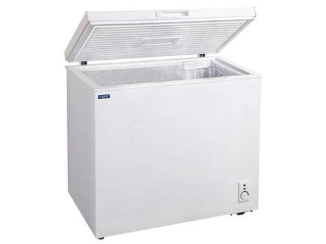 congelateur coffre 150 litres cong 233 lateur coffre 146 litres frigelux cv150a chez conforama