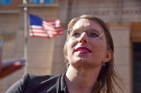 Chelsea Manning refuses subpoena