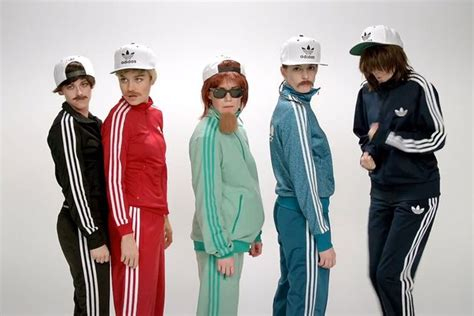 Kristen Stewart and Anne Hathaway dress up as DUDES for ...