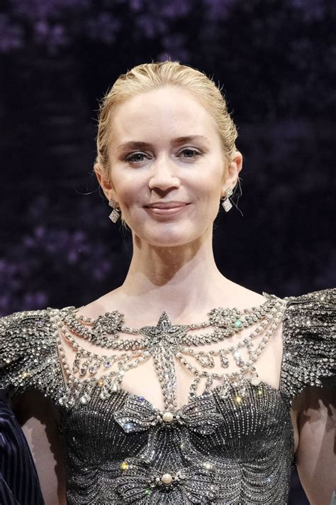 Emily Blunt's Facialist Reveals All the Secrets to Her ...