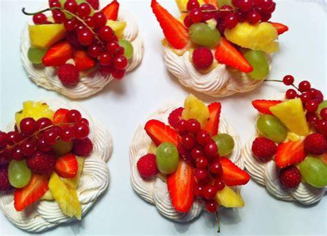 pavlovas aux fruits de saison gourmandise co traiteur