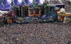 20 of the biggest music festivals in the world : theCHIVE