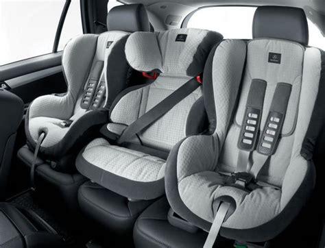 attache siege bebe tout savoir sur les sièges auto pour enfants