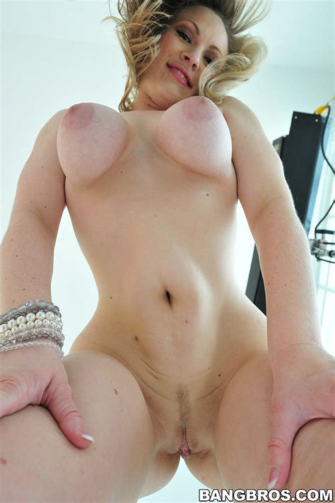 Beautiful Woman Vicky Vixen Nailed To Orgasm Milf Fox