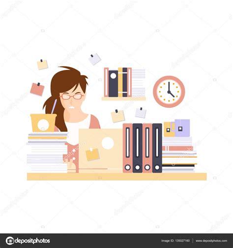 employé de bureau formation employé de bureau de femme dans la cabine de bureau ayant