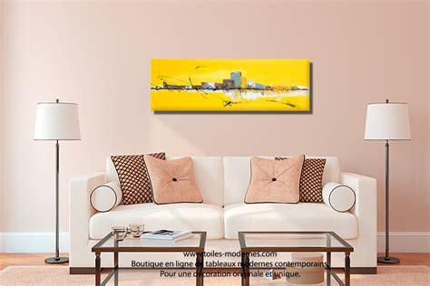 cuisine gris jaune tableau jaune grand format panoramique abstrait déco tendancielle