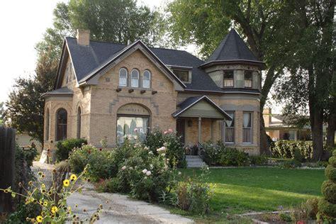 Filebest House In Falljpg  Wikimedia Commons