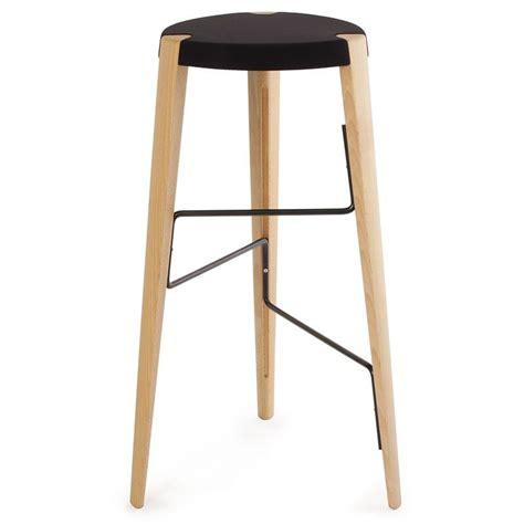 chaise de bar en bois tabouret de bar design en bois tabouret sputnik par zilio