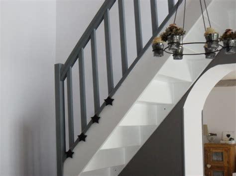 revetement adhesif pour meuble de cuisine l 39 escalier photo 2 18 l 39 escalier repeint en gris foncé