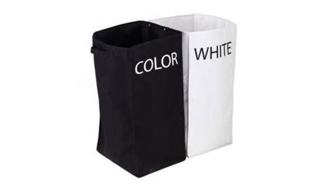 panier a linge fly une salle de bains en noir et blanc