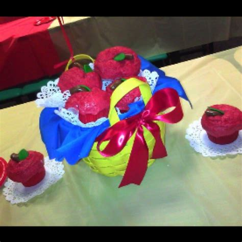 snow white centerpieces snow white cupcake centerpiece ella s first birthday pinterest