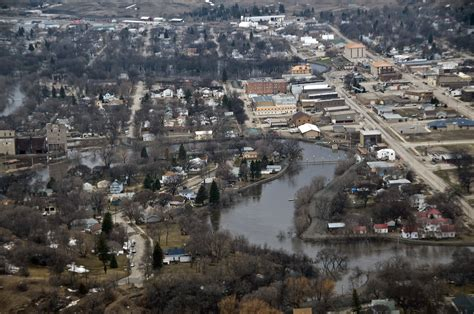 File:FEMA - 40762 - A aerial view of Valley City, ND.jpg ...