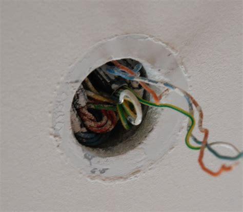 comment installer luminaire plafond comment poser lustre plafond la r 233 ponse est sur admicile fr