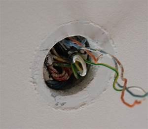 Comment Installer Un Lustre : bricolage installer un plafonnier sur une fixation de lustre ~ Dailycaller-alerts.com Idées de Décoration