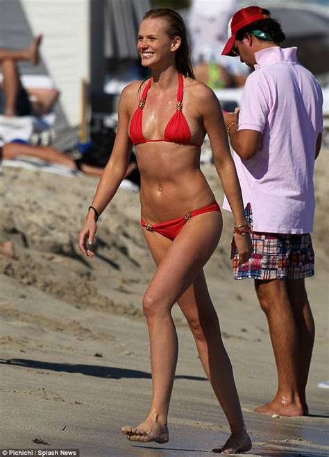 Supermodel Anne Vyalitsyna shores up another bikini as she