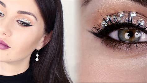 Учимся создавать красивый вечерний макияж с помощью пошаговых фото и видео инструкций.