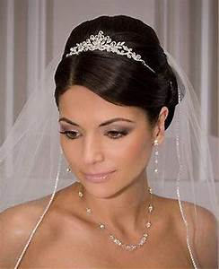 The 25 Best Ideas About Wedding Tiara Veil On Pinterest