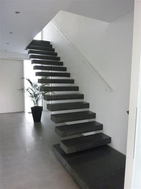 Podesttreppe Mit Wand by Betontreppen Ein Blickfang Im Haus Planungswelten