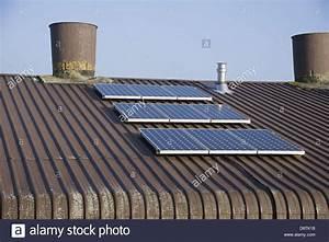 Solar Auf Dem Dach : bird on solar panel stockfotos bird on solar panel bilder alamy ~ Heinz-duthel.com Haus und Dekorationen