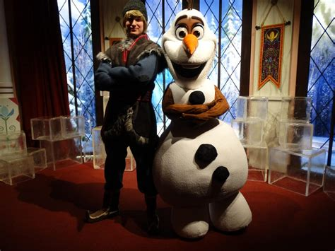 kristoff olaf pair    frozen meet  greet