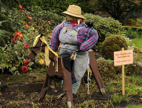 make your garden scarecrow outdoortheme