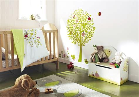 chambre bébé vert et blanc tapis chambre bébé idées de déco sympa et originale