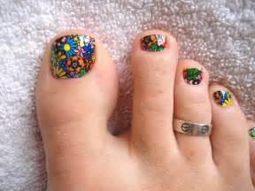 Artistic toe nail design art expert