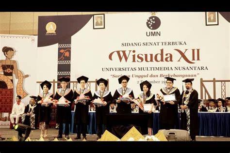 wisuda xii umn luluskan  tujuh mahasiswa wisudawan
