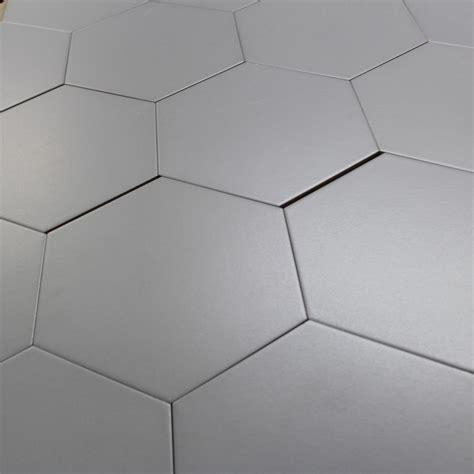 carrelage hexagonal gris basique sol et mur parquet