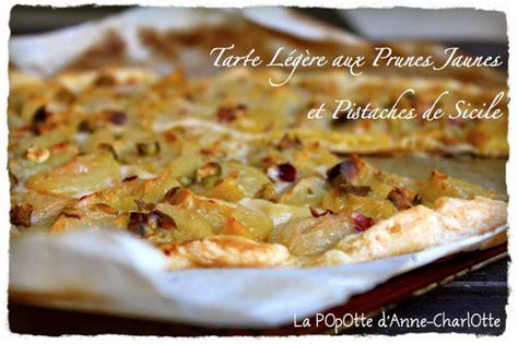 tarte aux prunes pate feuilletee tarte l 233 g 232 re aux prunes jaunes et pistaches de sicile 192 lire