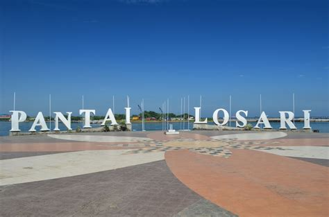 gambar pantai losari makassar sejarah anjungan letak