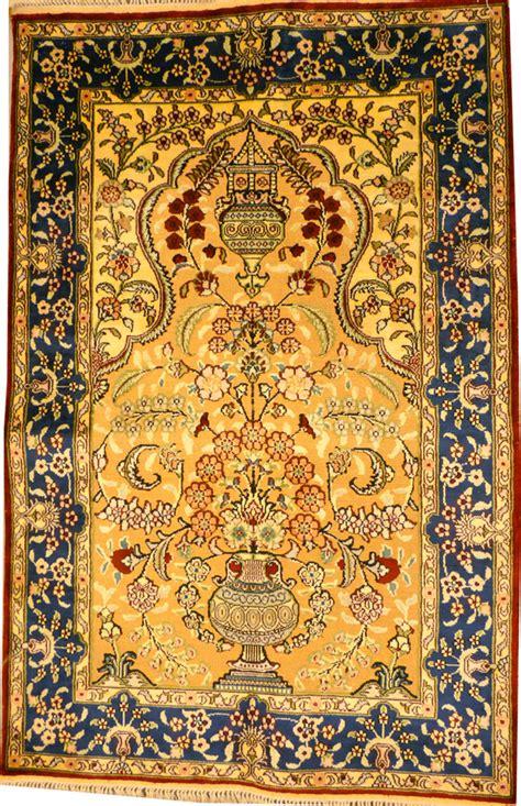 tapis oriental hereke fils      cm soie