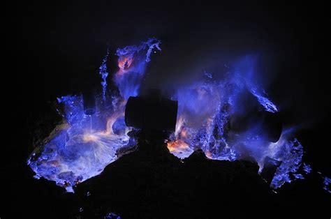 lava l blue indonesia il vulcano kawah ijen e il mistero della lava
