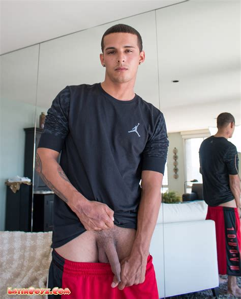 foreskin – Male Latino Models