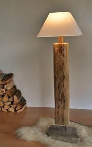 Stehlampe Aus Holz : stehlampe holz mit leselampe ~ Indierocktalk.com Haus und Dekorationen