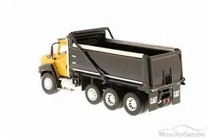 cat dump truck caterpillar ct660 dump truck yellow and black diecast