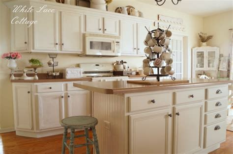 cottage kitchen wallpaper beadboard and decor steals white lace cottage 2662
