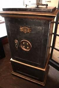 Meuble Coffre Fort : meuble rangement industriel 12 coffre fort ancien quotbauchequot digpres ~ Nature-et-papiers.com Idées de Décoration