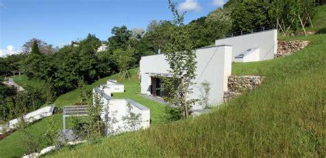 Maison Semi-enterrée éco-conçue Sur Le Flanc D'une Colline