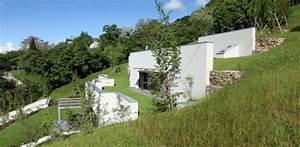 maison semi enterree eco concue sur le flanc dune colline With la maison dans la colline